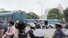 警察のバスが次々と来て国会議事堂前は封鎖された