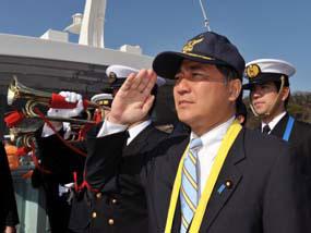 横須賀基地を視察した長島昭久防衛政務官