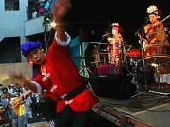 シーサーズとマタハリダンサーズによる沖永良部島の奴踊り