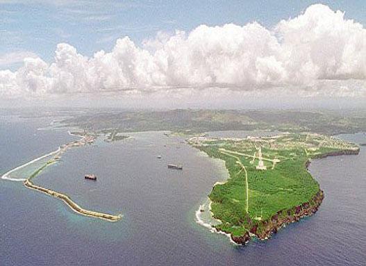 グアム島空撮 防衛省『わが国の防衛と予算』より