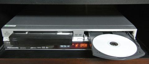 VHSとDVDのレコーダー、DMR-EH73V