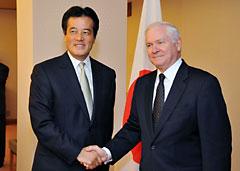 岡田外務大臣とゲーツ国防長官
